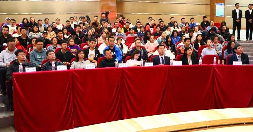 b佟长辉律师应邀为延边大学医学院2019年新生做职业规划讲座/b